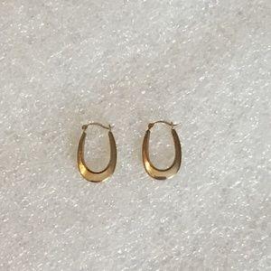 10k gold horse shoe like earrings